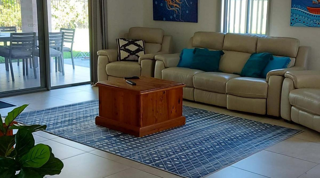 Sunnyfield Blue House - Living room